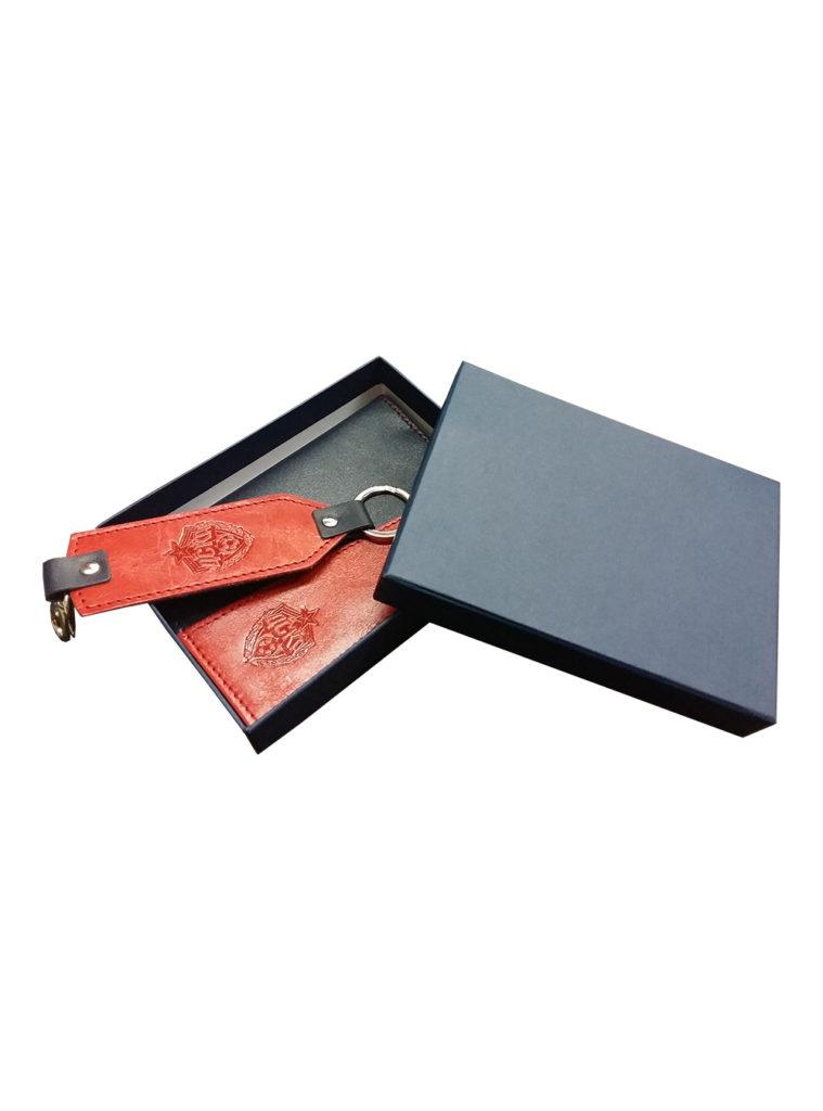 Купить Набор подарочный «Брелок + Обложка для авто документов большая, темно-синий/красный» по Нижнему Новгороду