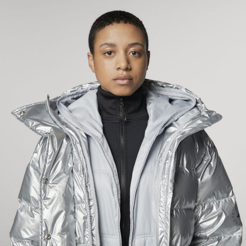 Купить Утепленная куртка Mid Puffer adidas by Stella McCartney по Нижнему Новгороду