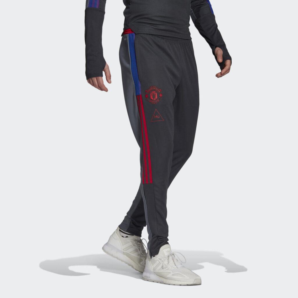 Купить Тренировочные брюки Манчестер Юнайтед Human Race adidas Performance по Нижнему Новгороду